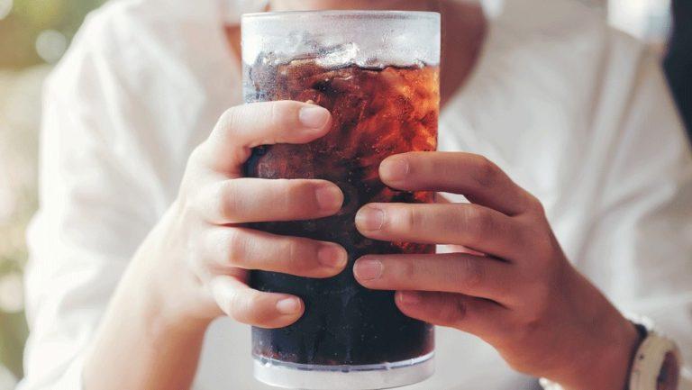 Bebidas azucaradas, edulcoradas y la opción natural