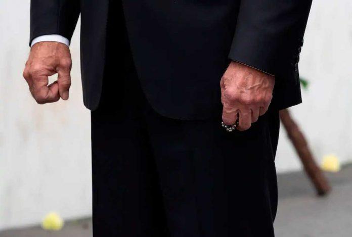 Biden ergue seu rosário
