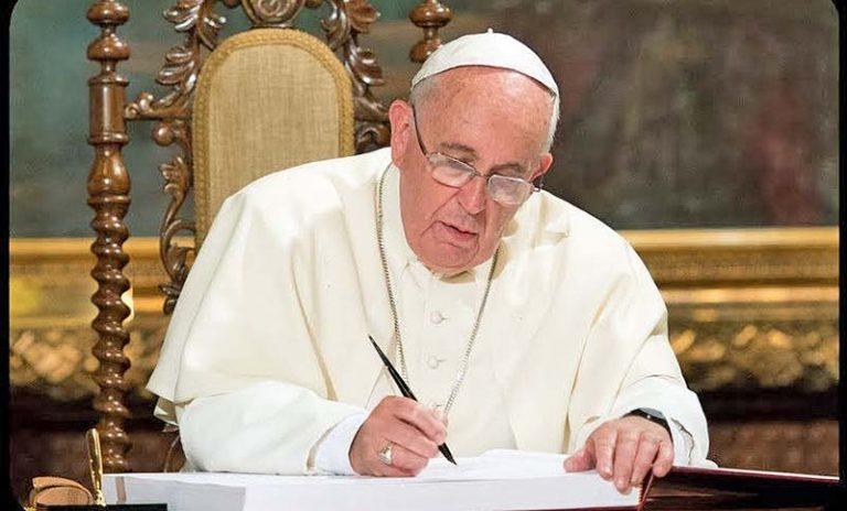 Francisco reenfoca las relaciones LGBTQ y reclama una ley de uniones civiles